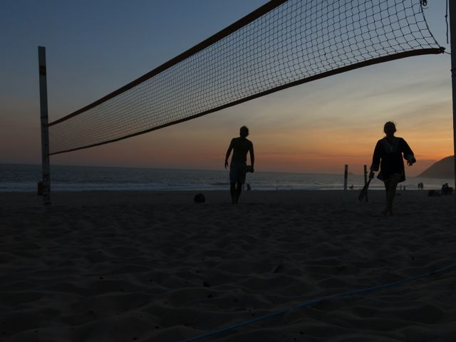 beach tennis em Ipanema, posto 10, pôr do sol